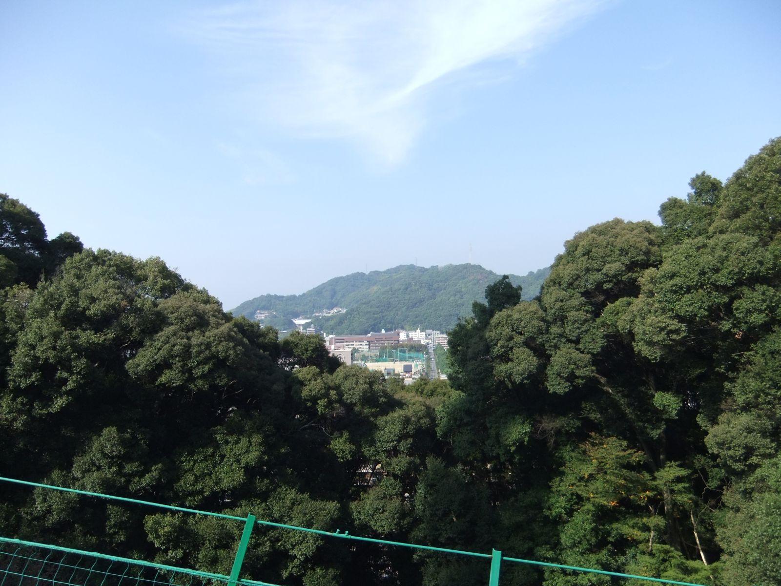 秋の松山城(松山城登城リフト)の写真です。クリックすると拡大します。