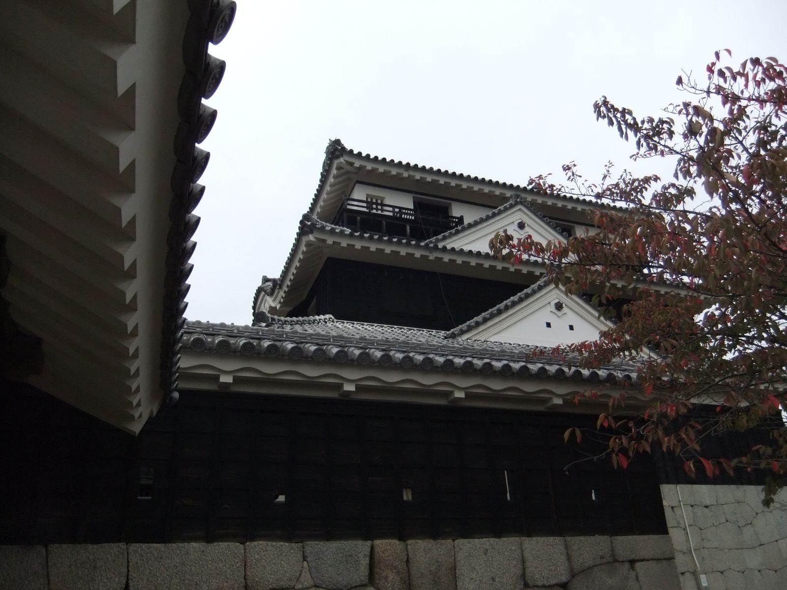 松山城(本丸本壇)の写真です。クリックすると拡大します。松山城(本丸本壇)の写真です。クリックすると拡大します。