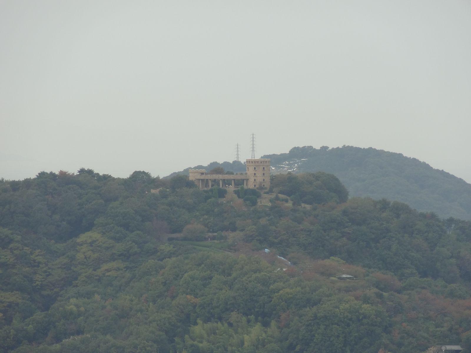 秋の松山城(天守閣三階より西方向の眺望)の写真です。クリックすると拡大します。秋の松山城(天守閣三階より西方向の眺望)の写真です。クリックすると拡大します。