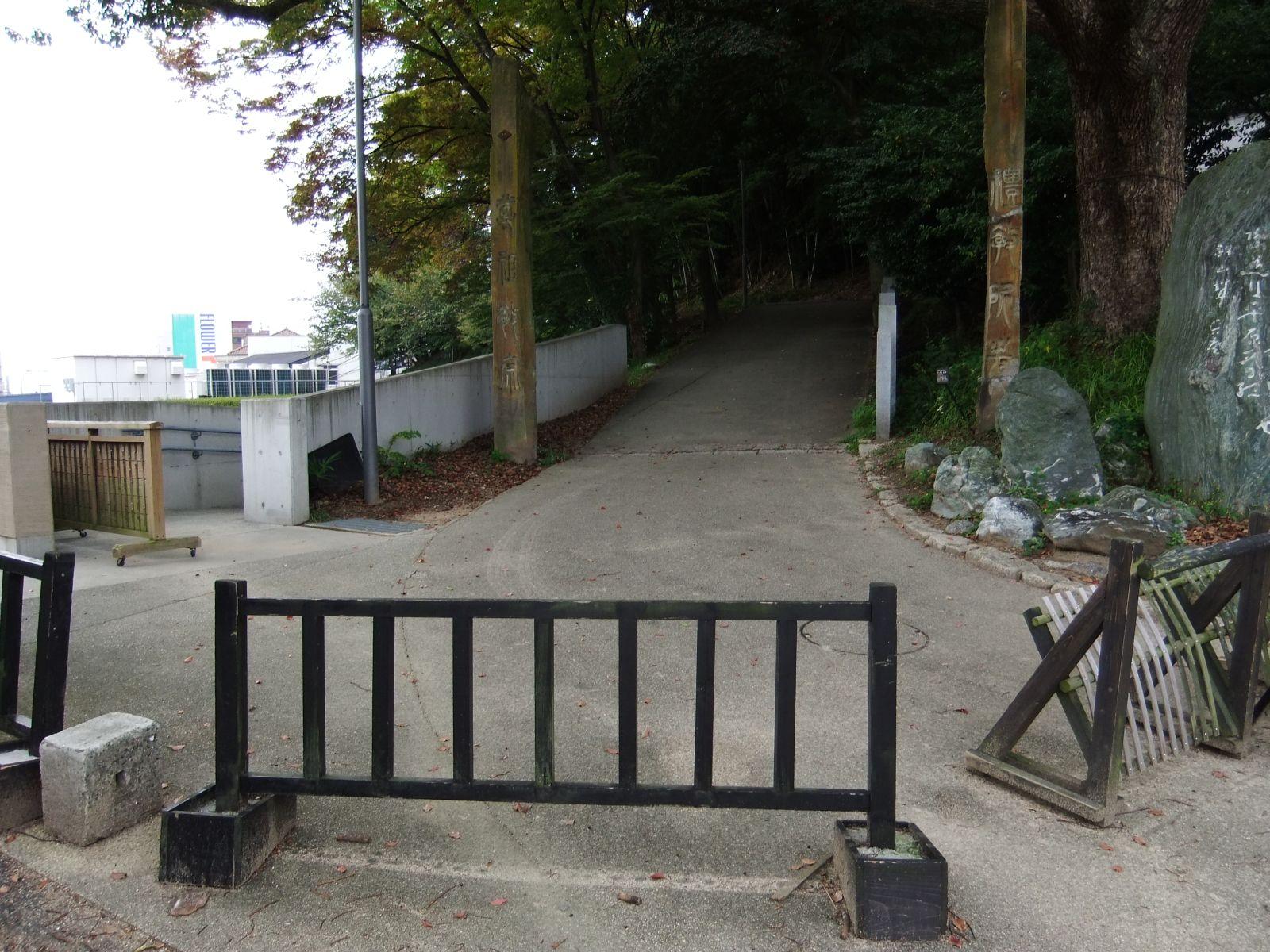 秋の松山城(東雲口登城道)の写真です。クリックすると拡大します。
