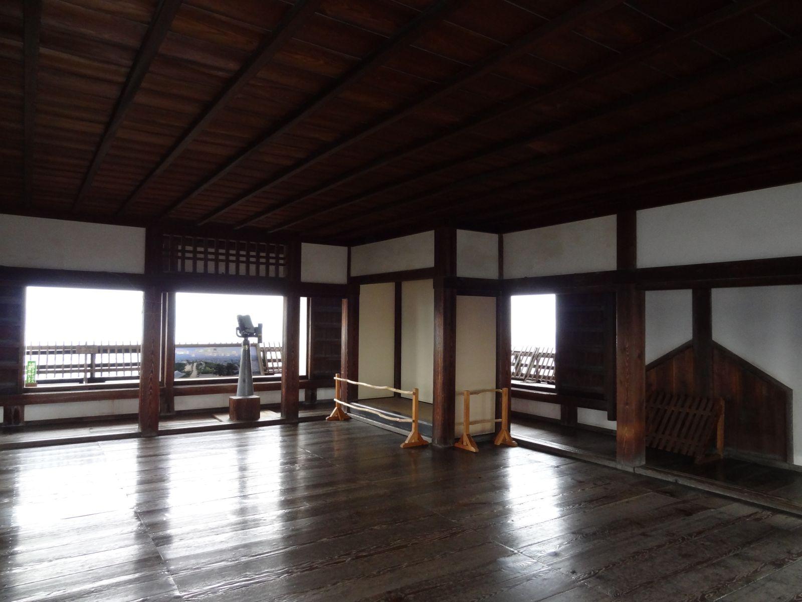 松山城天守閣三階の写真です。クリックすると拡大します。