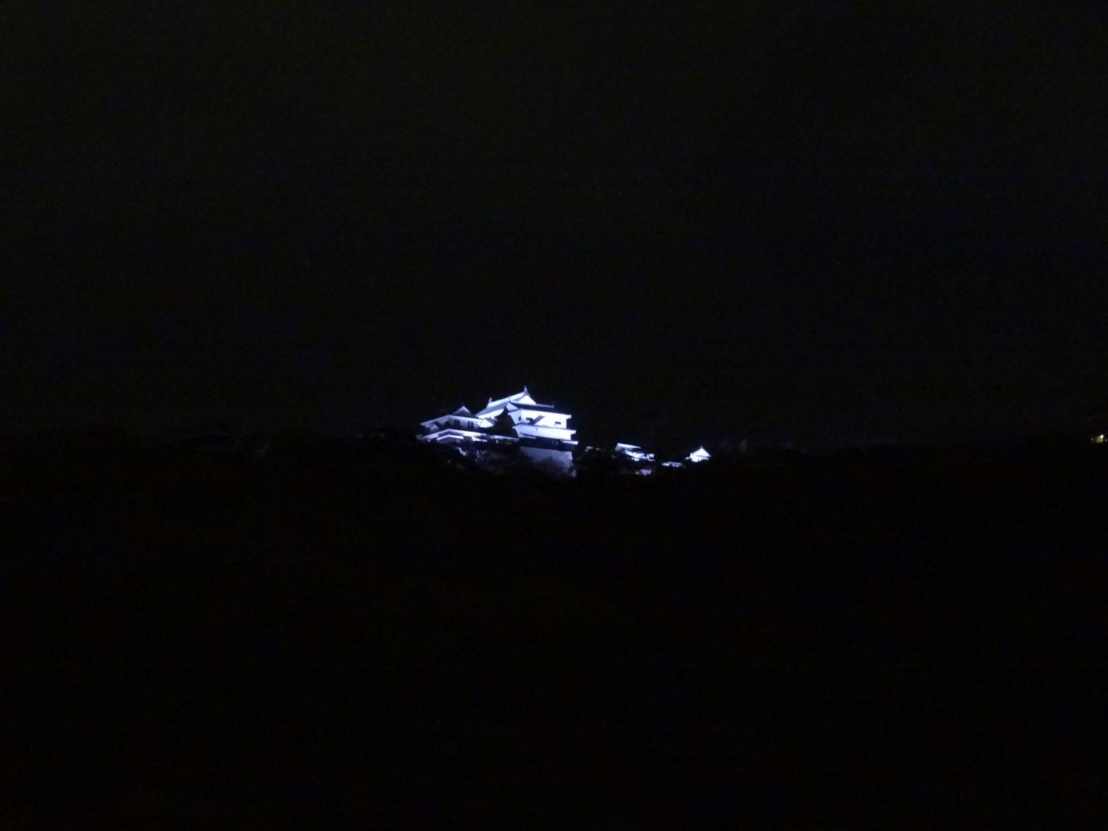 松山城のライトアップの写真です。クリックすると拡大します。