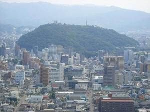松山総合公園から見た、松山城の写真です。クリックすると拡大します。