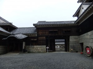 松山城本丸本壇中庭の写真です。クリックすると拡大します。