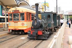 一般の市内電車と坊っちゃん列車の写真です。クリックすると拡大します。