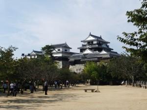 本丸広場より見た松山城です。クリックすると拡大します。