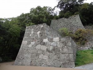 松山城二の丸「登り石垣」の写真です。クリックすると拡大します。