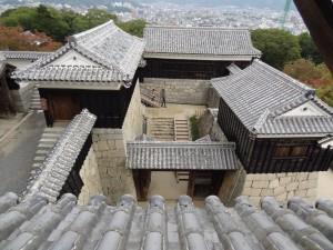 松山城、本丸本壇の写真です。クリックすると拡大します。