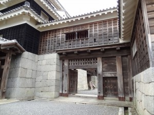 松山城、本丸本壇内門の写真です。クリックすると拡大します。