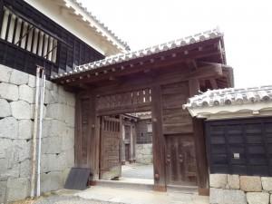 松山城仕切門の写真です。クリックすると拡大します。