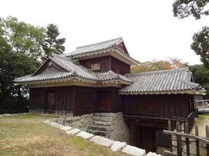 松山城艮(うしとら)門東続櫓の写真です。クリックすると拡大します。