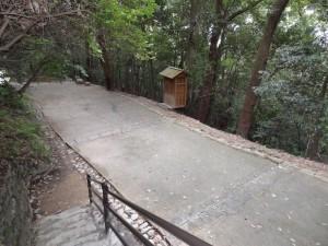松山城、東雲口登城道の写真です。クリックすると拡大します。