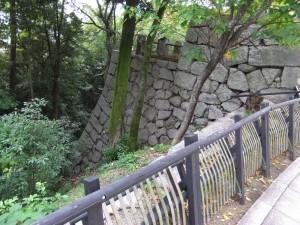 松山城登城道左手の写真です。クリックすると拡大します。