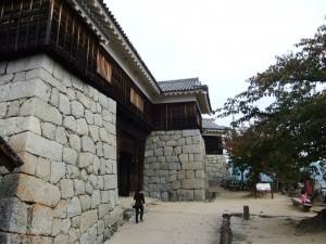 筒井門および隠門・隠門続櫓の写真です。クリックすると拡大します。