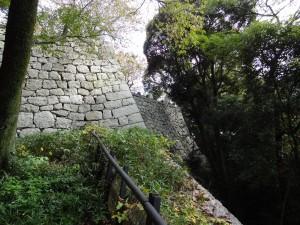 松山城の石垣の写真です。クリックすると拡大します。