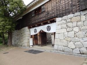 松山城二之丸多門(入口)の写真です。クリックすると拡大します。