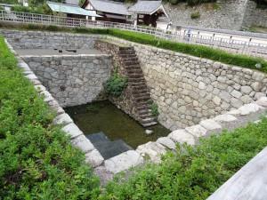 松山城二之丸、大井戸の写真です。クリックすると拡大します。