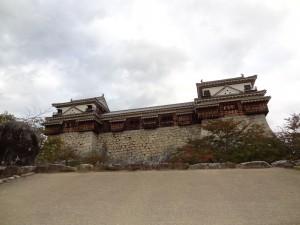 松山城、本丸本壇裏側の写真です。クリックすると拡大します。